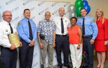 Wellington Regional Medical Center reúne a paciente con el personal de servicios de emergencias y el equipo del hospital que le salvaron la vida